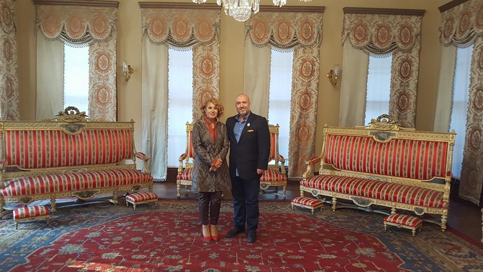 Ehzade Orhan Osmanoğlu Sultan 2. Abdülhamidin 4. Kuşak Torunu Ve Eşi Esra Gürkan Osmanoğlu Ile Saray Hatırası