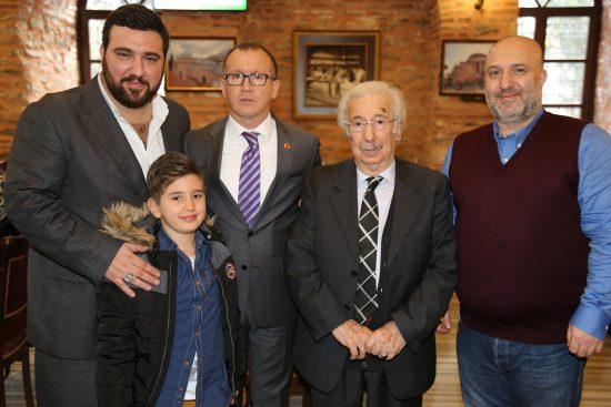 Sultan Abdülhamid Han Torunları, Babası Şehzade Harun Osmanoğlu Oğulları Şehzade Kayıhan ve Şehzade Orhan Osmanoğlu. En küçük Şehzade Torun