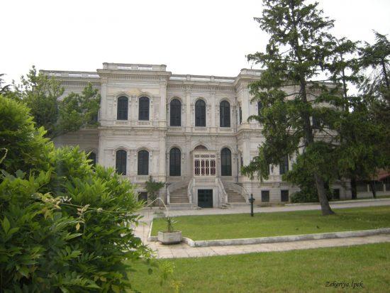 Yıldız-Sarayı-bünyesi-altında-üç-farklı-müze-hizmet-veriyor.-Yıldız-Sarayı-Müzesi-Yıldız-Saray-Tiyatrosu-ve-Sahne-Sanatları-Müzesi.