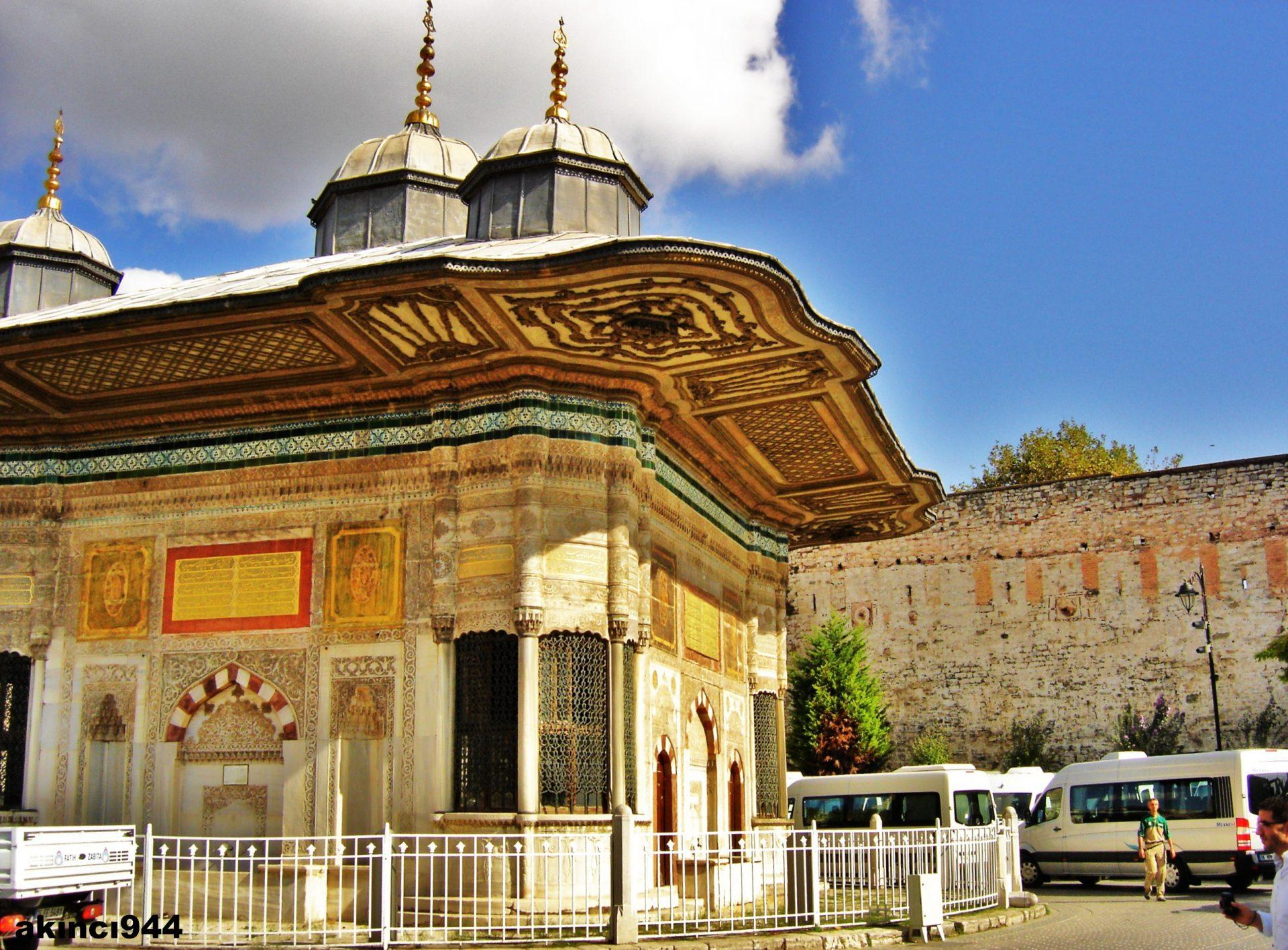 Topkapı Sarayı Müzesi Ve Alay Meydanı. Tarihi Eserler. Osmanlı Müzeler Ve Saraylar