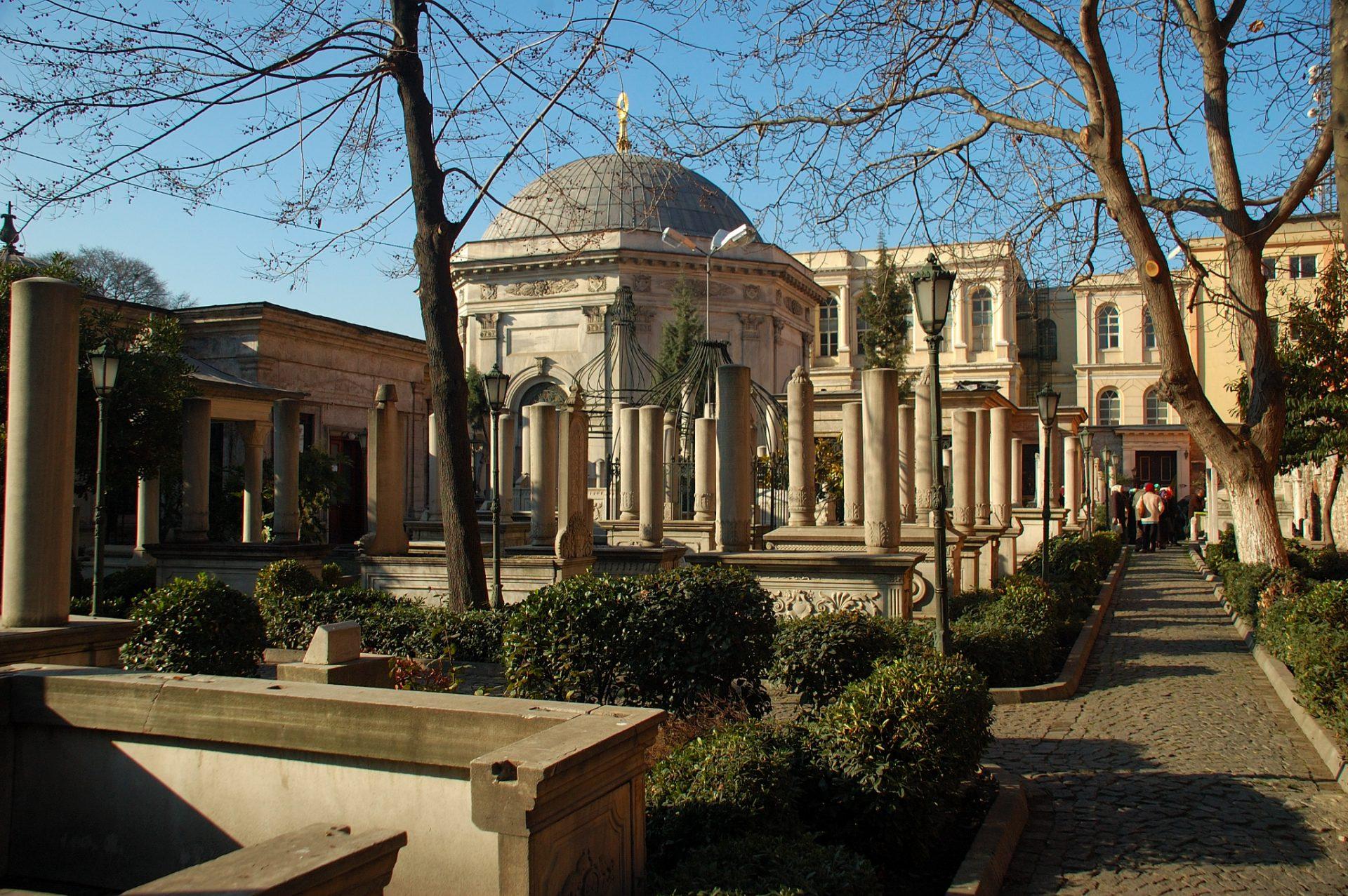 Divan Yolu 2. Mahmut Sultan Abdulaziz Ve 2. Abdülhami5 Türbe Külliyesi Osmanlı Türbeleri Sultanahmet İstanbul