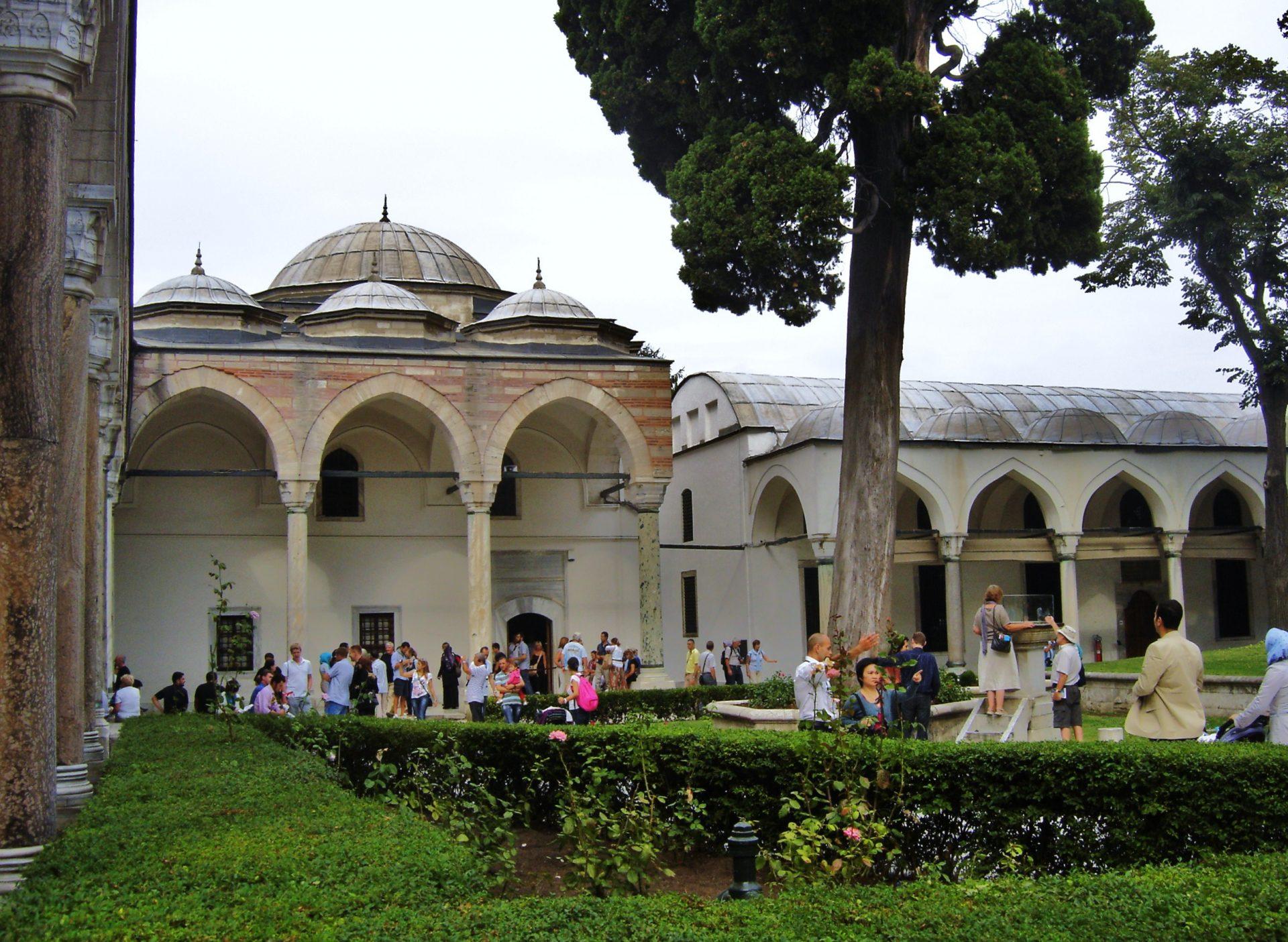 3. Selim Ve Döneminde Osmanlı Sarayı'ndaki Kültürel Hayatın Sanat Ve Mimarideki Etkileri Endurun Kısmı 1
