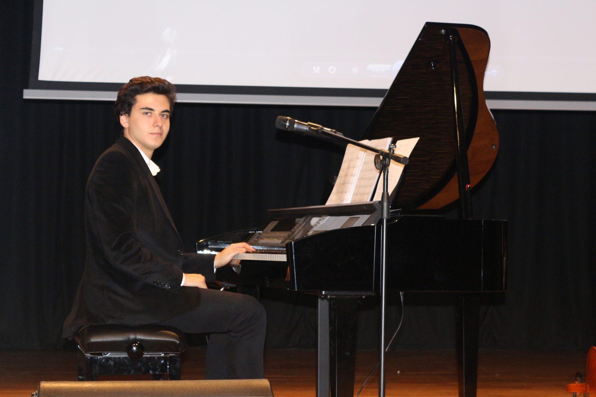 45. Sultan Abdülhamid Han Anma Etkinlikleri Eyüp Belediyesi Dönemi Eserleri Müzikleri Tanıtımı Konseri Eyüp Kültür Merkezi PiyanoTürk. Piyanist Güneş Yakartepe 2