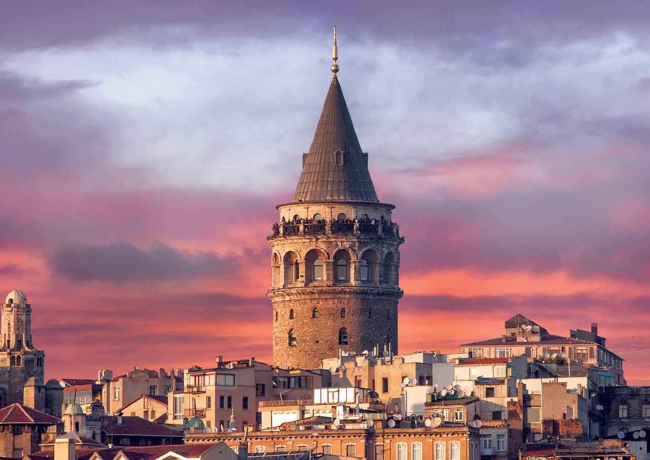 Galata Kulesi Osmanlı Dönemi çeşitli Sebeplerle 1794 Yılında III. Selim Dönemi Büyük Galata Yangını Nedeni Ile II. Mahmut 1832 De Yeniden Yaptırıldı