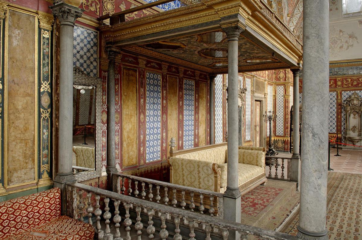 Haremin Selamlık Bölümünün Merkezini Hünkâr Sofası Oluşturur. 1585ten Sonra Mimarbaşı Davud Ağanın Yaptığı Sofa Padişahların Tören Ve Kabul Salonudur. Imperial Hall