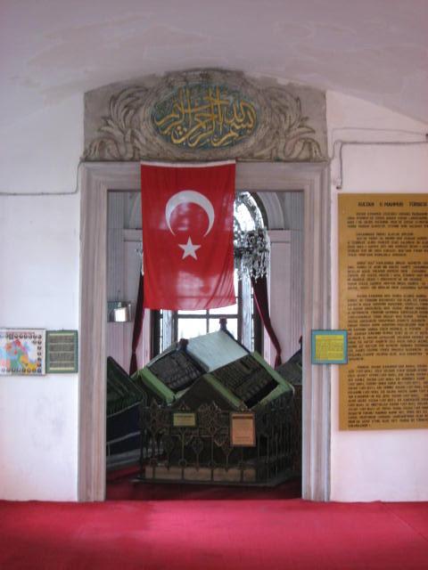 II. Mahmud Türbesi Çemberlitaş Fatih Eminönü İstanbul. II. Mahmud Osmanlı Padişahı Ve İslam Halifesi Mezarı