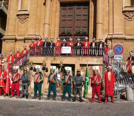 Mehter Marşı Nedir Tarihçesi Özellikleri Ve Mehteran Marşları Videosu Mehteri Bando Osmanlı Marş Savaşı Müzik Anlam Marşları