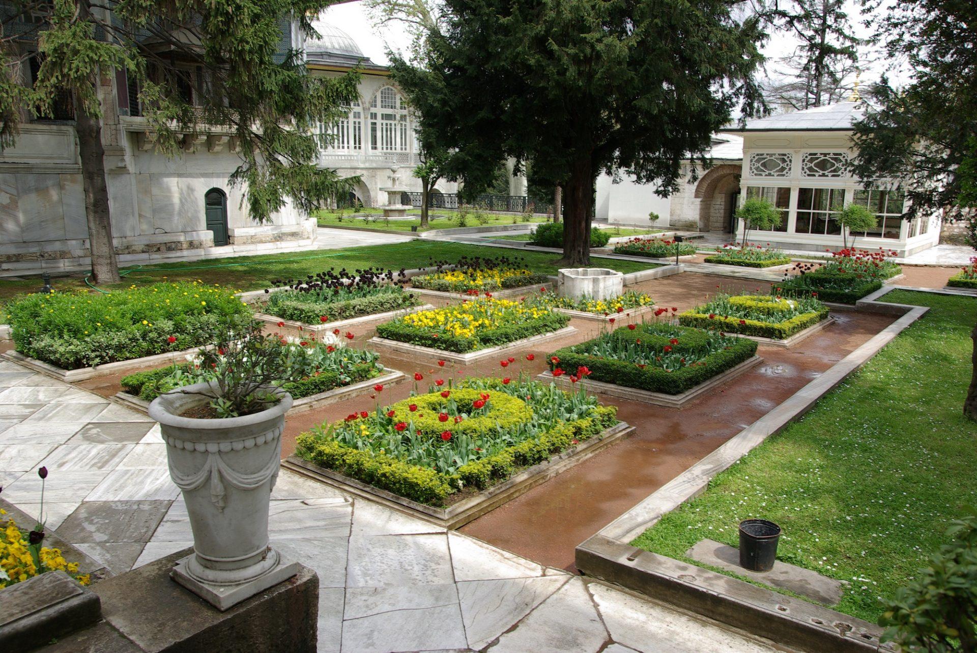Osmanlı Padişahı III. Selim Topkapı Saray Has Bahçeleri Ve Harem Halvet Sokağı Eğlencesi Dördüncü Avlu