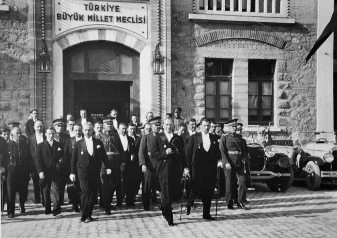 Osmanlı Padişahlık Saltanatın Kaldırılması Özet Konu Anlatımı Cumhuriyet Bayrami Ataturk