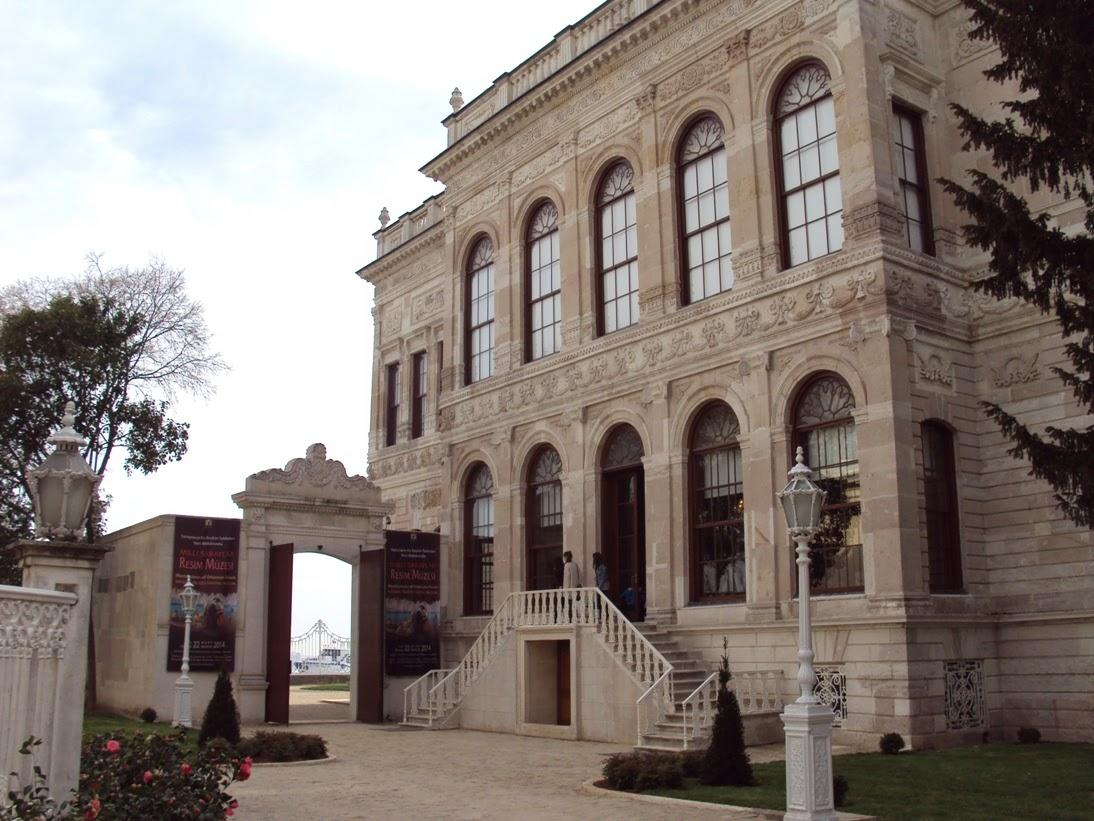 RESİM MÜZESİ Sarayların Seçkin Tabloları Dolmabahçe Sarayı Veliahd Dairesinde. Milli Saraylar Resim Müze Istanbul