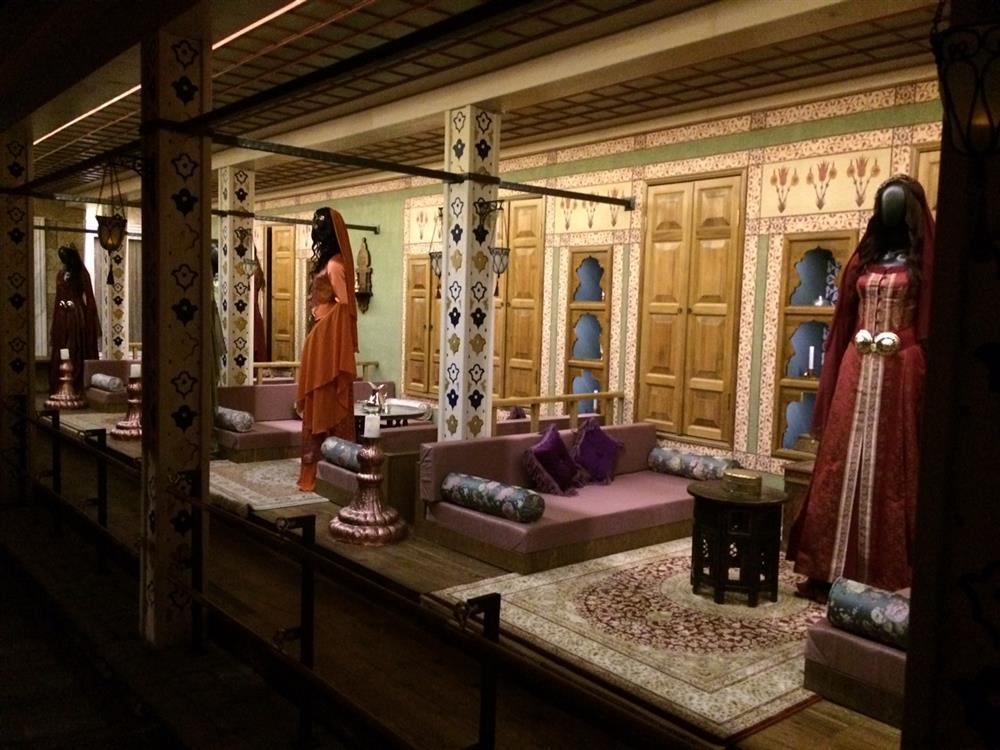 Sultan 2. Mahmud Saray Harem Bölümü Valide Sultanı İkballeri Gözdeleri Baş Kadınları Hanımları Ve Eşleri. Topkapı Sarayı ValideSultan Dairesi