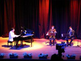 Güneş Yakartepe Piyano Türküler Türk Sanat Halk Musikisi Şarkılar Müzik Konseri İBB Cem Karaca Kültür Merkezi Konser Salonu