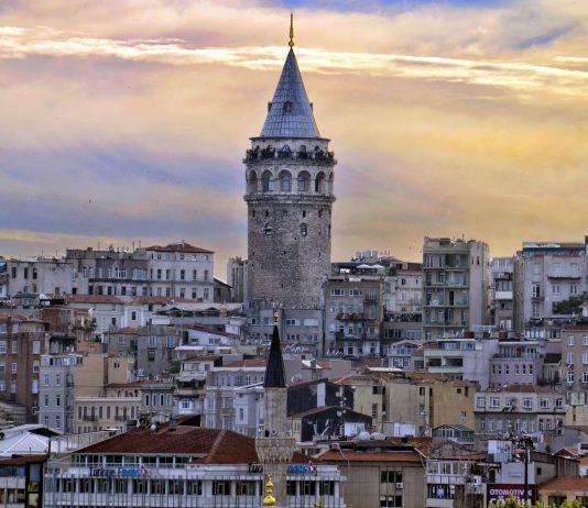 Galata Kulesi Osmanlı Dönemi çeşitli Sebeplerle 1794 Yılında III. Selim Dönemi Büyük Galata Yangını Nedeni Ile II. Mahmut 1832 Yeniden Yaptırıldı