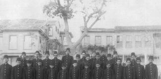 Osmanlı Devleti Okullar Eğitim Mektebi. Türk Talim Terbiye Tedrisad Eğitim Mektep Okul İlk Modern Öğrenim Sıbyan İdadi Öğrenci Genç Çocuk Sınıfı
