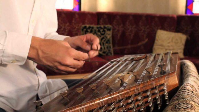 SANTUR Tarihi Osmanlı Türk İran Müziği Enstrümanı Vurmalı Telli Musiki Sazları Santur Müzik Bilgileri Çeşitleri Tarihi Yapısı